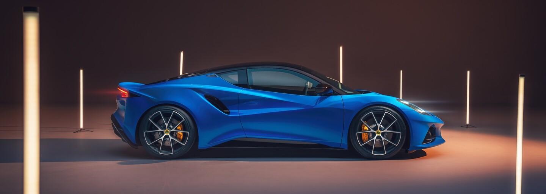 Poslední Lotus s konvenčním motorem se jmenuje Emira, má luxusní interiér a techniku od AMG
