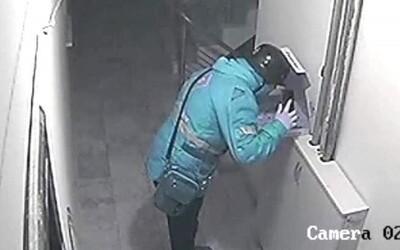 Poslíček napľul zákazníkovi na pizzu, teraz mu hrozí 18 rokov väzenia
