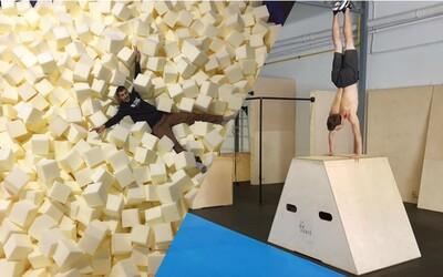 Postavili prvú parkourovú telocvičňu na Slovensku. Traja kamaráti zo Senca nechcú, aby deťom zmizol zo života pohyb