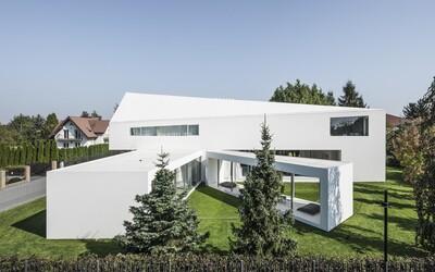 Posuvná terasa a design z budoucnosti. Uznávaný polský architekt opět kouzlil