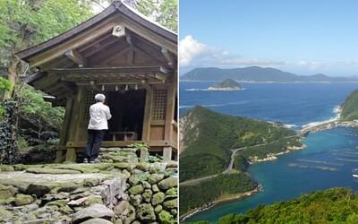 Posvätný japonský ostrov, kde majú ženy vstup zakázaný a muži sa pri príchode musia vyzliecť. Najnovšie sa dostal medzi svetové dedičstvo UNESCO