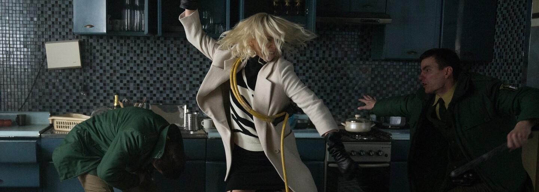 Pot, drina a tvrdé tréningy. Nebezpečná kočka Charlize Theron sa na úlohu v Atomic Blonde pripravovala naozaj poctivo