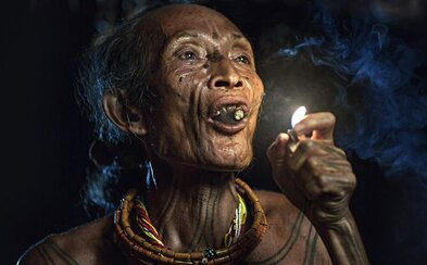 Potetovaný kmeň z Indonézie, ktorý si žije vlastným životom. Ostrovy Mentawai ukrývajú desaťtisíce pôvodných obyvateľov