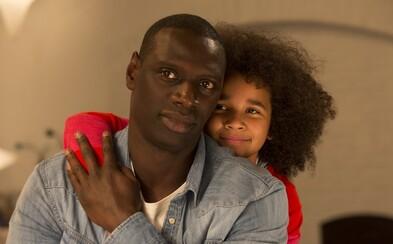 Potvrdil sympatický Omar Sy v úsmevnej francúzskej komédii, že Aj dvaja sú rodina? (Recenzia)