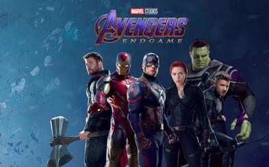 Pôvodní Avengeri ukázali nové kostýmy z Endgame. Steve je zase Captain America a Hulk má špeciálny oblek