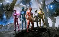 Power Rangers sa v najnovšom traileri spoliehajú na obľúbenosť Spider-Mana a Iron Mana, keďže sami zaujať už nedokážu