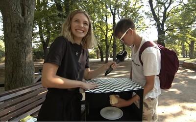 Poznali Češi, na co sahali v tajemné krabici? Otestovali jsme mladé lidi v parku (Anketa)