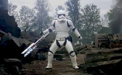 Poznáme identitu Stormtroopera, ktorý schoval do vrecka aj samotnú Phasmu. Uvidíme ho ešte?