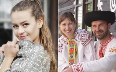 Pracovali v zahraničí, aby si mohli kúpiť drevenicu v Čičmanoch. Juraj a Marieta dnes majú ľudovú módnu značku a do dedinky vrátili život