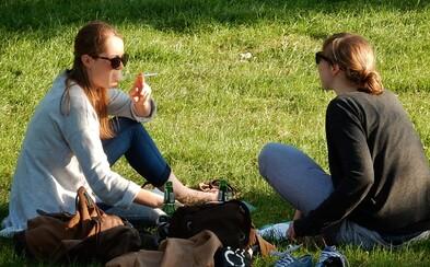 Praha přichází s další vyhláškou. Chce zakázat pohyb s otevřenou láhví alkoholu v centru města