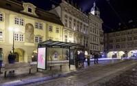 Praha se může pyšnit první multifunkční zastávkou, kde si můžete nabít telefon nebo se připojit na wifi