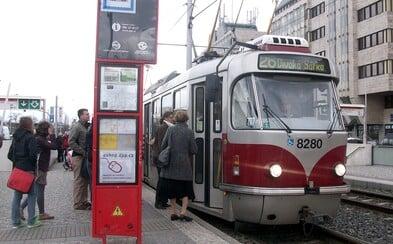 Praha se přiblíží k 21. století. Jízdenku za MHD bude možné příští rok konečně zaplatit online či mobilem, půjde nahrát i na bankovní kartu