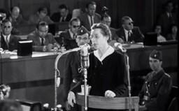 Praha si připomene 70. výročí od popravy Milady Horákové. Nahrávky z procesu budou znít sirénami a metrem