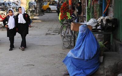 Právo šaría podle Tálibánu ženám umožní chodit do práce a studovat. Afghánky jim ale nevěří