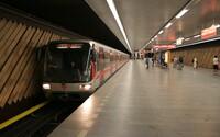 Pražané v metru budou moci využívat svůj mobilní telefon naplno. Operátoři rozšiřují signál i do tunelů metra