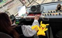 Pražská vodička električky za jazdy chytala Pokémonov, teraz môže prísť o prácu