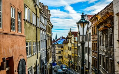 Pražské chytré lavičky by mohly brzy doplnit i chytré lampy nebo chodníky. Naše metropole se snaží zapadnout do konceptu smart city