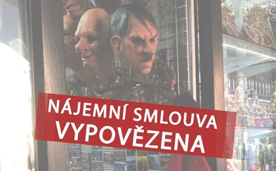 Pražský obchod prodávající masku Hitlera přišel o nájemní smlouvu, vypověděla mu ji radnice