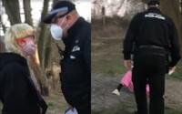 Pražský strážník, kterého vyhodili kvůli facce 19leté dívce, dostal před lety medaili za záchranu života