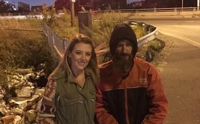 Pre bezdomovca, ktorý daroval žene svoje posledné peniaze, vyzbierali 400-tisíc dolárov. Na ulicu sa už nevráti, kúpil si dom