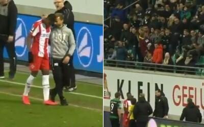 Preč s nacistami, kričali futbaloví fanúšikovia na rasistu, ktorý vydával opičie zvuky na hráča tmavej pleti