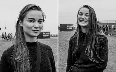 Pred bozkom a po bozku. Mladá fotografka zachytáva tváre ľudí, ktorých náhodne pobozkala