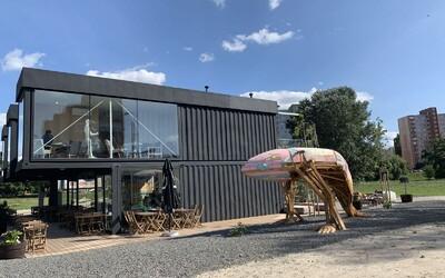Pred Kontajnerom nájdeš veľrybu plnú odpadu. Gastro koncept v Petržalke bojuje za udržateľnosť