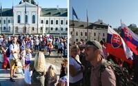 """Pred Prezidentským palácom protestujú stovky ľudí """"proti genocíde"""". Nechcú ani opatrenia, ani očkovanie, ani testy"""