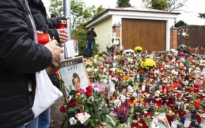 Před vilou Karla Gotta hoří tisíce svíček. Sjíždí se tam lidé z celé republiky