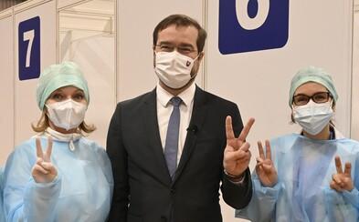 Pred výkonom Mareka Krajčího sa treba skloniť, vyhlásil minister Mičovský. Vraj robí všetko pre ochranu zdravia a životov