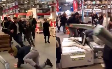 Predaj kolekcie IKEA x Virgil Abloh spôsobil rozruch okrem Bratislavy aj v ďalších európskych mestách