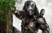 Predátor sa odhaľuje na novej fotke z natáčania filmu Shanea Blacka. Neverili by ste však, v akej situácii ho fotograf zachytáva