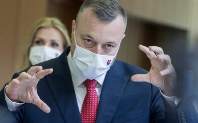Predčasné voľby pripúšťa aj Milan Krajniak. Ľuďom sa ospravedlnil, že musia znášať hádky politikov
