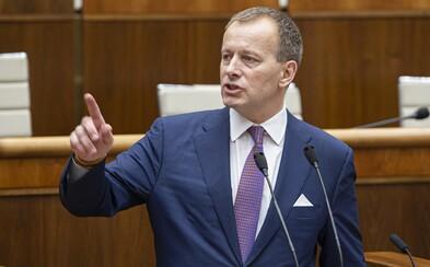 Predseda Sme rodina Boris Kollár mal získať titul vďaka plagiátu. Jeho diplomovka vykazuje zhodu až 52 %