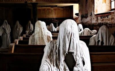 Představujeme ti jedno z nejděsivějších míst v Česku. Duchové sudetských Němců zaplnili lavice kostela (Fotoreport)