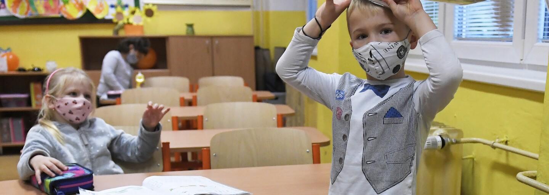 PŘEHLED: Děti se vrací do škol. Shrnujeme, na co by se měli rodiče připravit a jak bude probíhat výuka