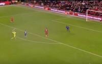 Premárnená šanca ako hrom. Liverpool mohol uzatvoriť skóre gólom do prázdnej bránky, ale Benteke trafil jediného obrancu