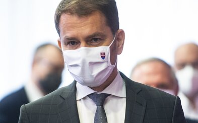 Premiér Matovič chaoticky reaguje na kolóny: Najprv obvinil policajtov, že kontrolujú každé jedno auto, status neskôr zmazal