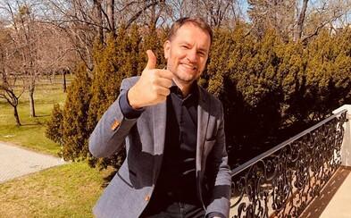 Premiér Matovič sa včera na Facebooku sťažoval, že nedostáva patričnú pochvalu. Dnes sa chváli výsledkami bez rúška