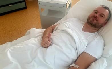 Premiér Pellegrini zverejnil fotku z nemocnice: V najnevhodnejšej chvíli ma zradilo zdravie, píše