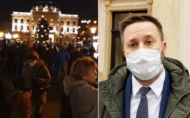 Preplnené vianočné trhy v Bratislave by primátor Vallo nikdy nepovolil. Neuprednostňujme zisk pred zdravím, varuje