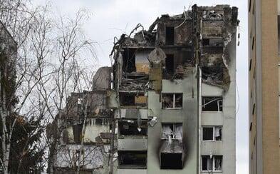 Prešovskú bytovku zničenú výbuchom dnes definitívne celú zbúrajú. Megabager ju zrovná so zemou