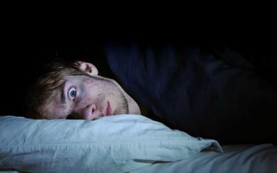 Přestaneš dýchat a ani o tom nevíš. Toto spánkové onemocnění dokáže ovlivnit tvé svaly a mozková centra