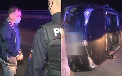 Převrátil auto a nadýchal 2 promile, prý už nedokázal vydržet doma. Z auta vypadla vodka a pivo