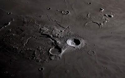 Prezrite si Mesiac v 4K rozlíšení. Dobrá kvalita prináša detaily pólov i známych kráterov
