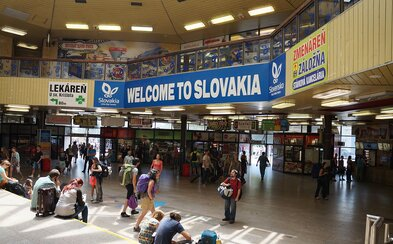 Pri bratislavskej hlavnej stanici sa zlomila koľajnica, vlaky meškajú kvôli odklonu