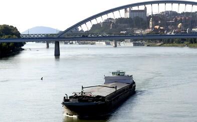Pri Dunaji našli vyplavené telo muža. Totožnosť osoby zatiaľ nepotvrdili