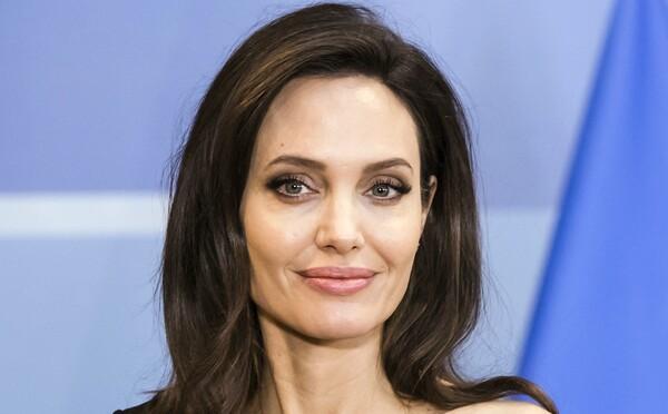 Při natáčení nové marvelovky našli bombu, na natáčení byla i Angelina Jolie. Místo evakuovali