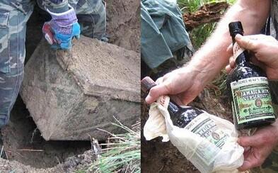 Pri Petrohrade vykopali truhlicu nacistického vojaka plnú vzácnych dobových predmetov. Jamajský rum pred koncom vojny už vypiť nestihol