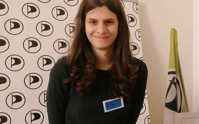 Při změně pohlaví musíte podstoupit spoustu ponižujících vyšetření, říká šéfka Mladého pirátstva Georgia Hejduková (Rozhovor)